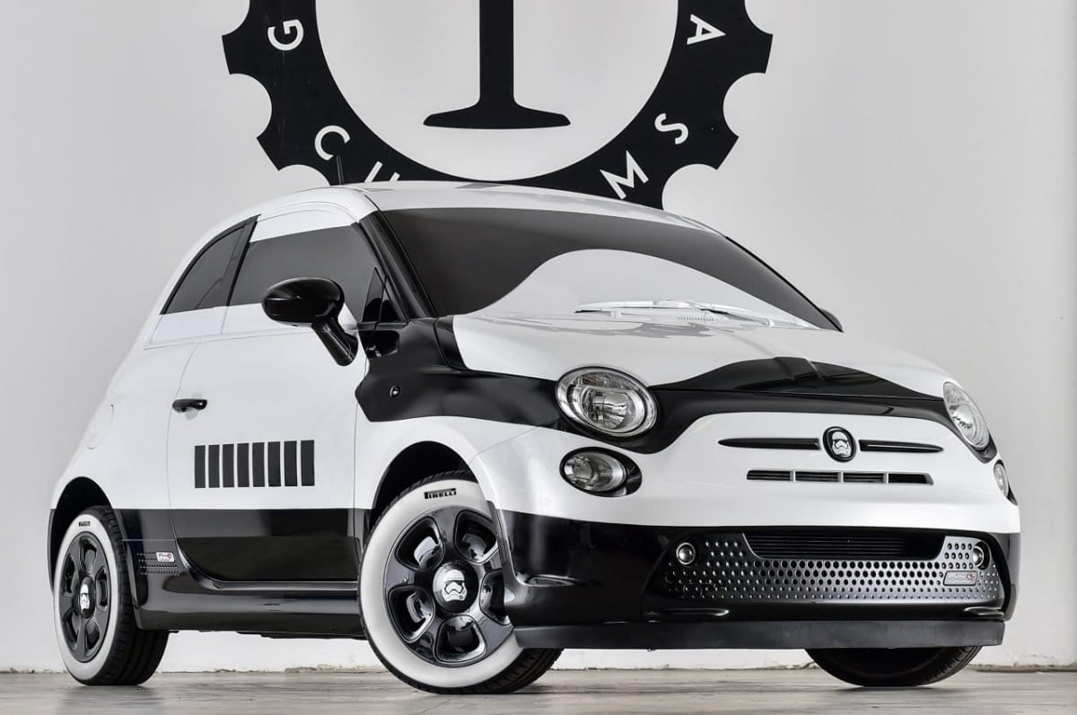 fiat 500e diventa stormtrooper di star wars. Black Bedroom Furniture Sets. Home Design Ideas