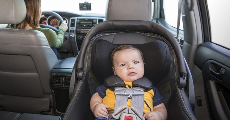 Il Tuo Bambino In Auto Sempre Sotto Controllo
