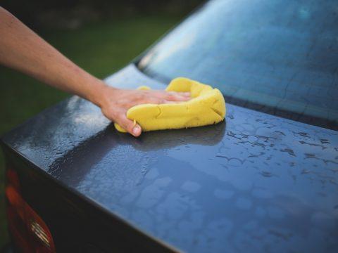 lucidare l'auto: panno non adeguato